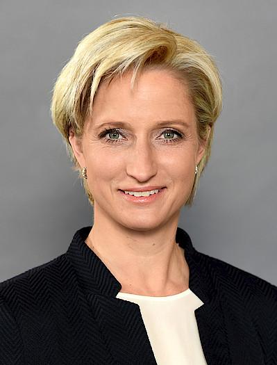 Dr. <b>Nicole Hoffmeister-Kraut</b>, Ministerin für Wirtschaft, ... - csm_Hoffmeister-Kraut_2_e822ca7a43